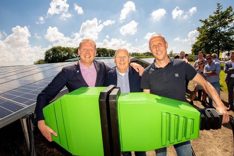 Zonnepark Freon Bouwbedrijf Lont officieel in gebruik genomen