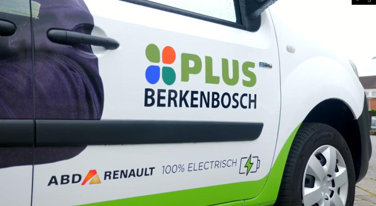 Plus-supermarkt Beetsterzwaag koopt elektrische auto bij Freon ABD Renault