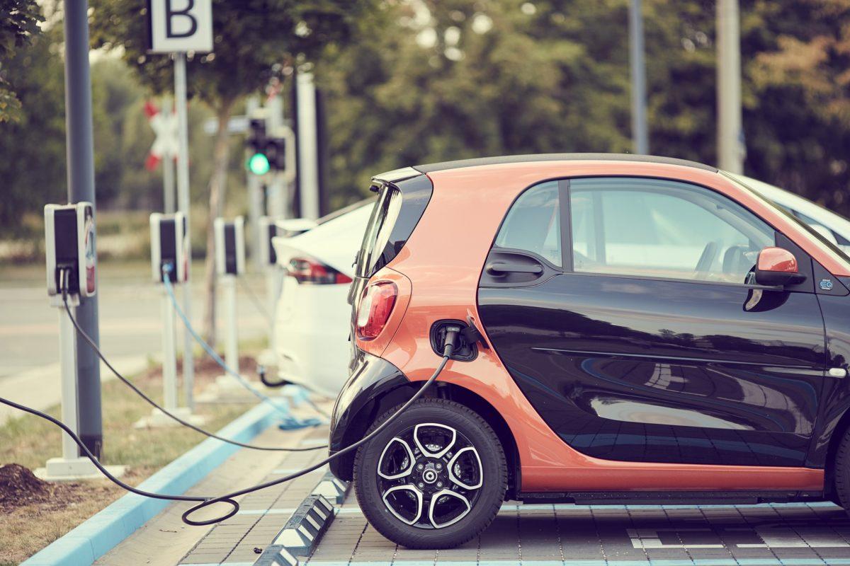 Minister Van Veldhoven mikt op 100.000 deelauto's in 2021