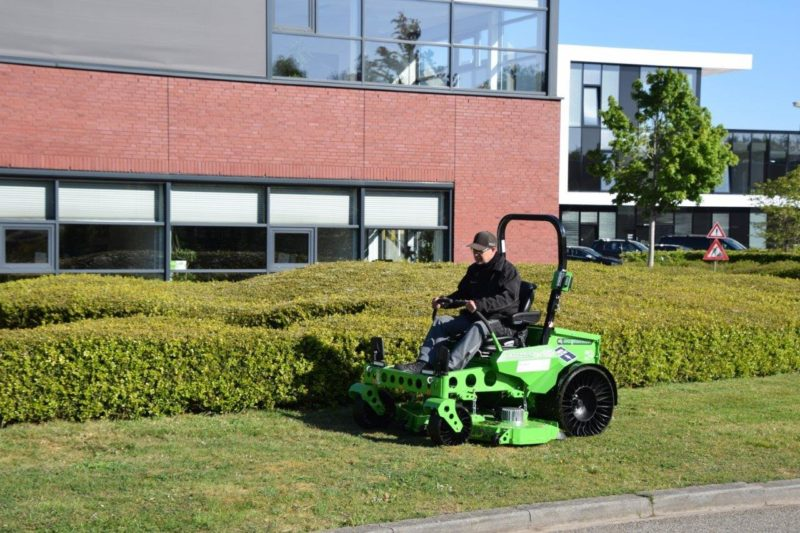 Dolmans Landscaping Group kiest voor elektrische maaiers van Be Green Techniek