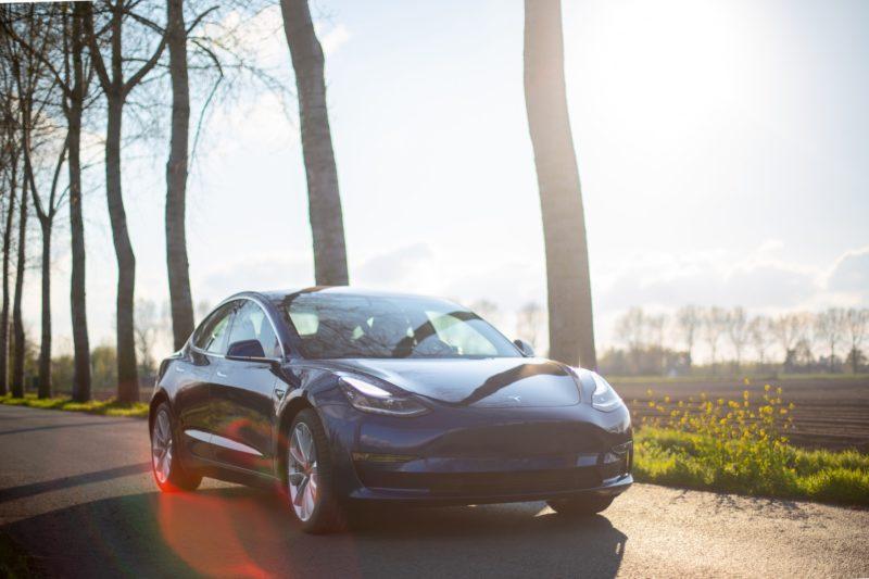 'Prijzen elektrische auto's dalen mogelijk sterk door 'superaccu' Tesla'
