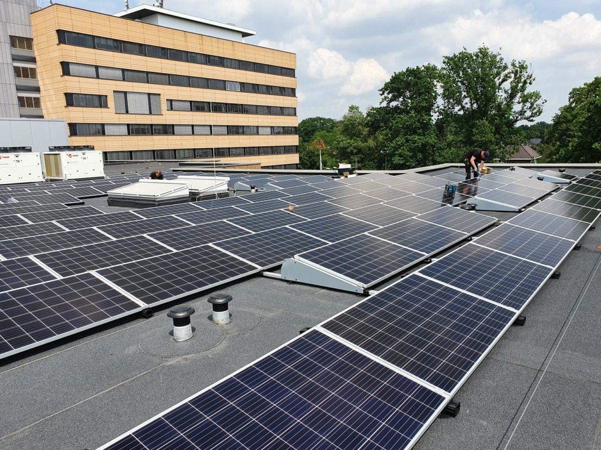 ENGIE plaatst honderden zonnepanelen op Ziekenhuis Tjongerschans