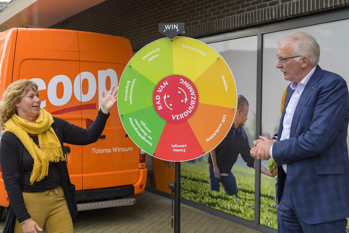 Wethouder en lokale onderneemster Winsum geven 'slinger' aan verduurzaming van bedrijven in gemeenten Waadhoeke, Harlingen en Leeuwarden