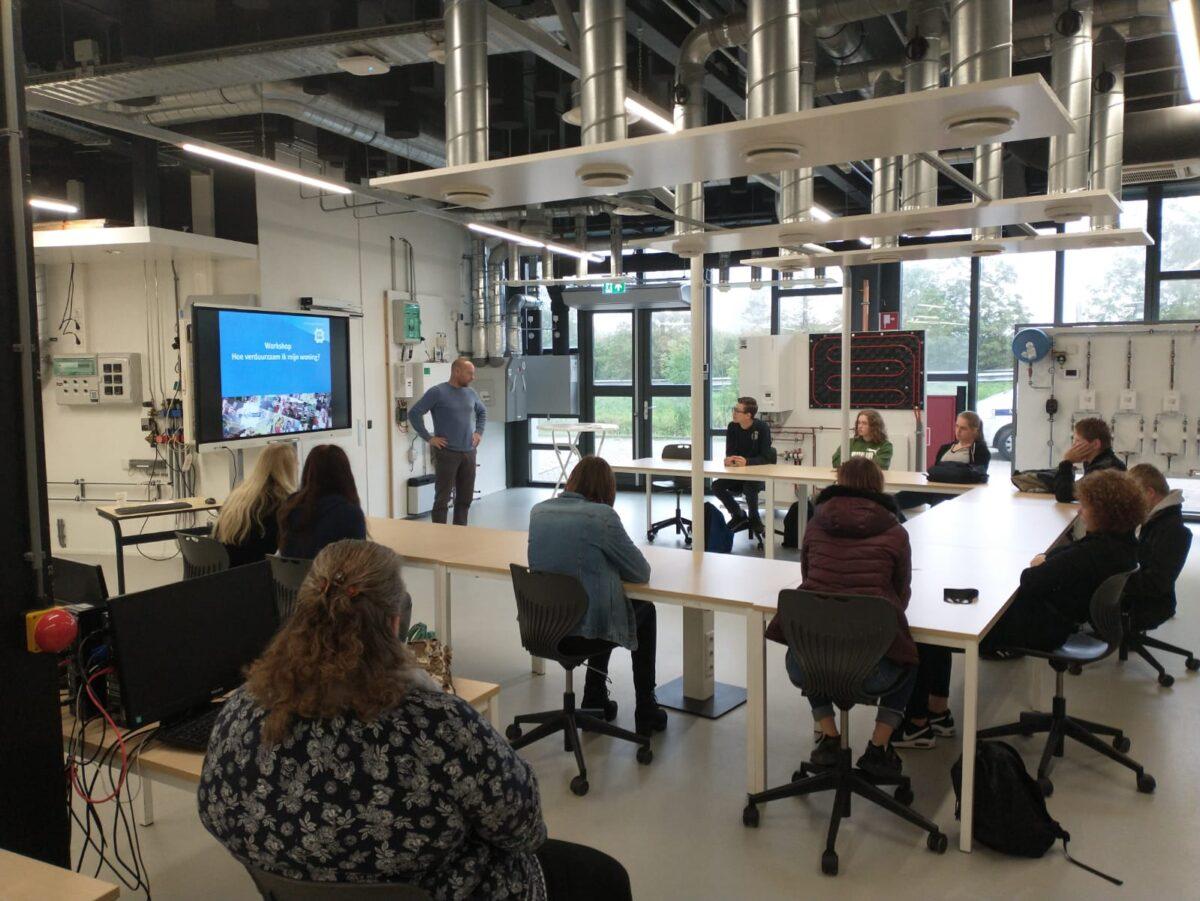 Studenten Nordwin College op bezoek bij ROC Friese Poort voor workshop woningverduurzaming