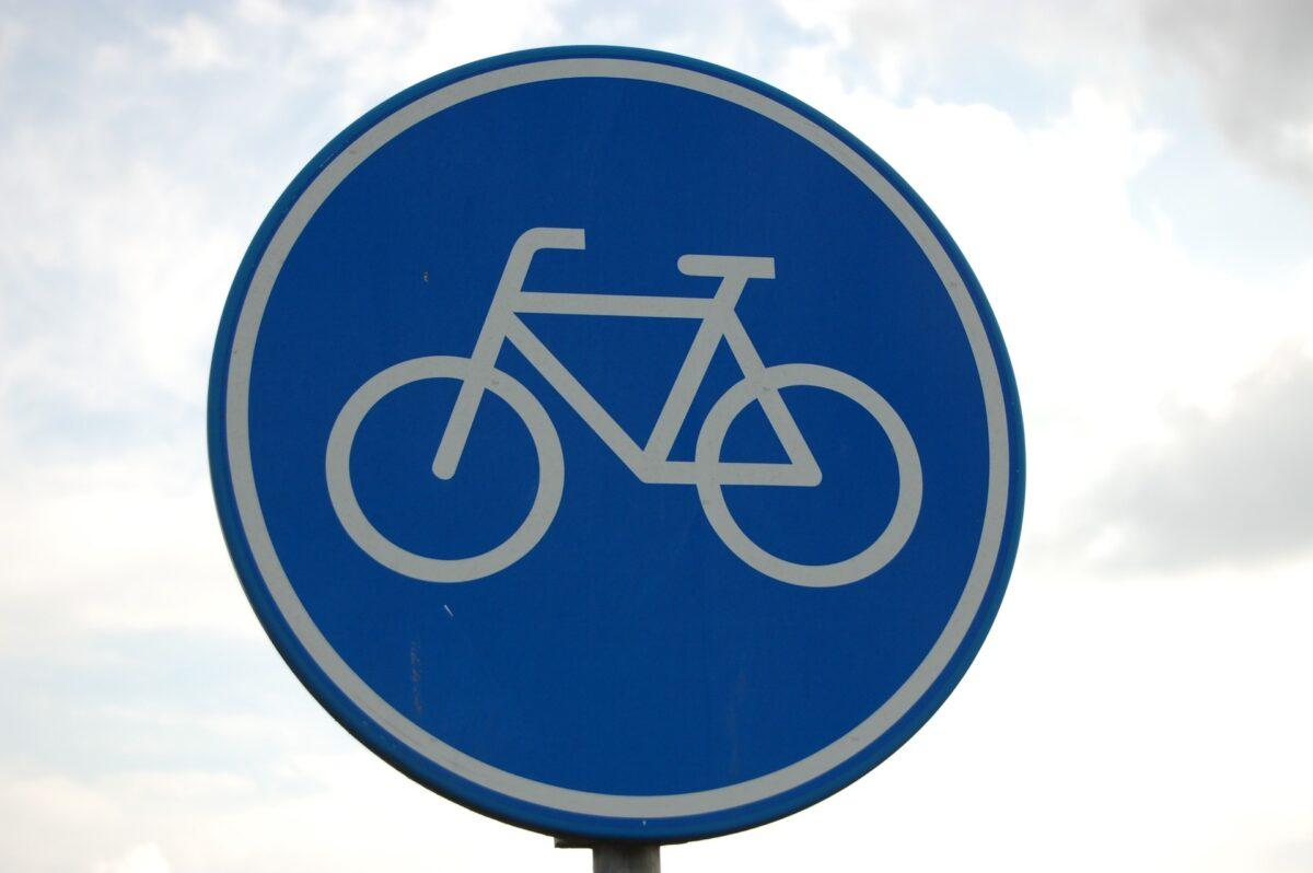 Bijzonder Freonen-project: CLAFIS legt zonnepanelen op fietspad