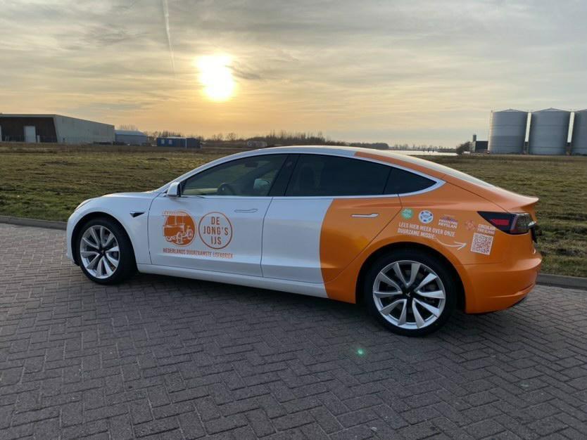 De Jong's IJs voegt Tesla toe aan wagenpark