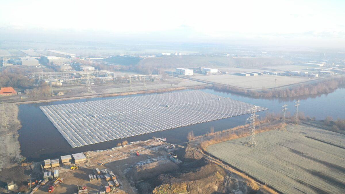 Drijvend zonnepark Oudehaske aangesloten op het net