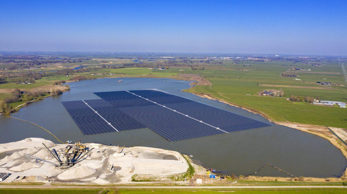 Eerste onderzoeksresultaten naar effecten drijvend zonnepark op waterecologie en –biodiversiteit bekend