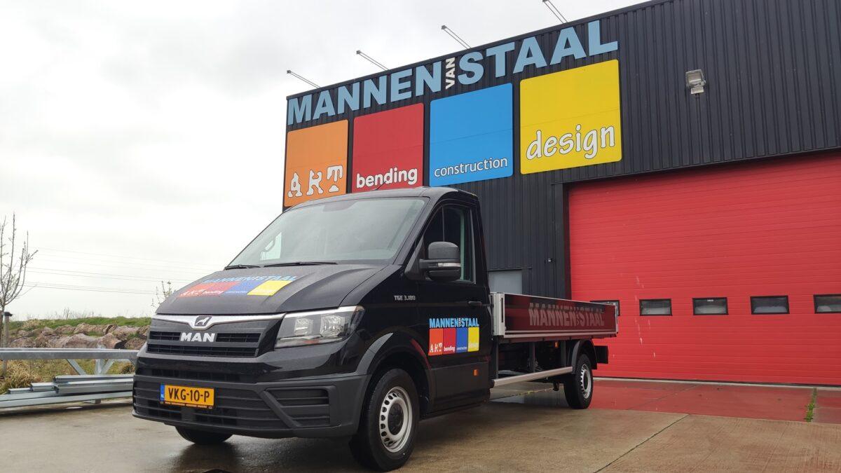 Freonen-samenwerking: Wierda levert nieuwe bedrijfswagen aan Mannen van Staal