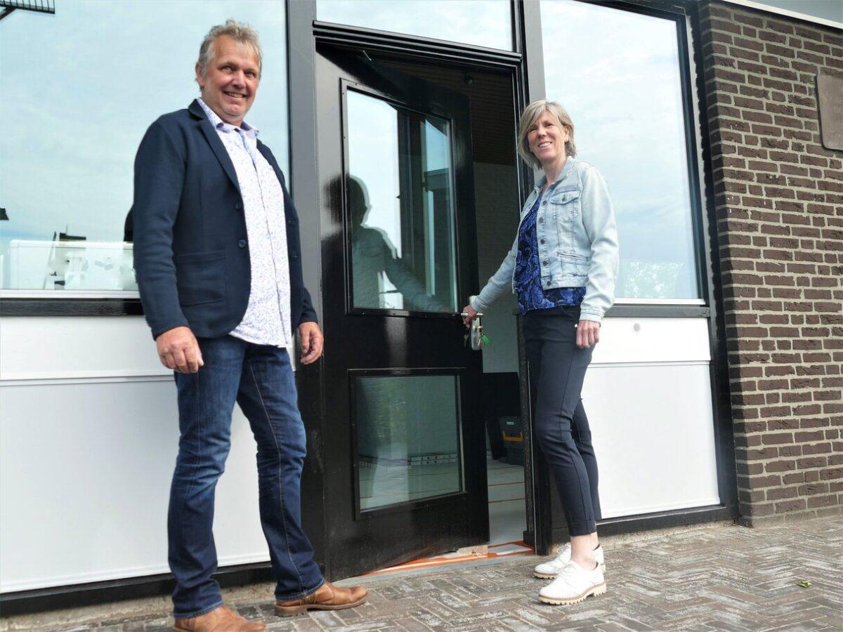 Sociale onderneming De Ferbining opent in duurzaam stationsgebouw Feanwâlden