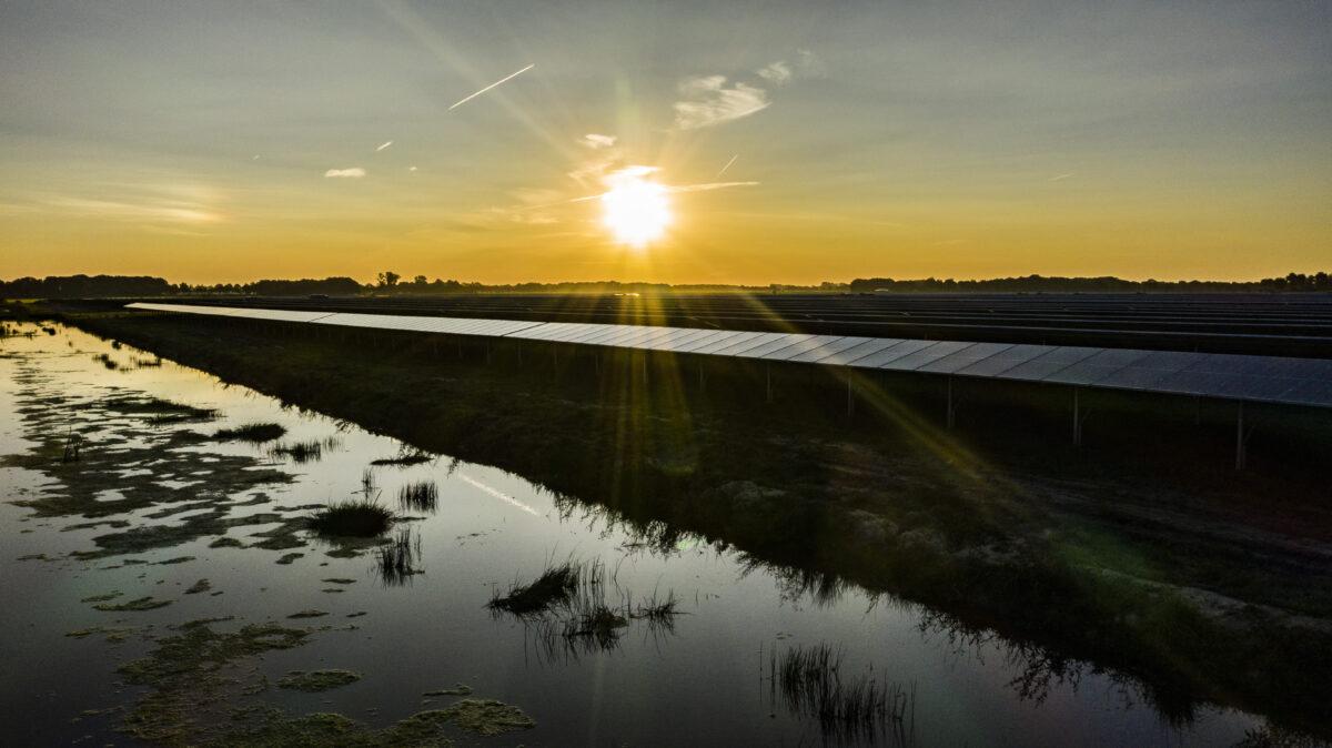 GroenLeven start bouw zonnepark in Freonen-gemeente De Fryske Marren