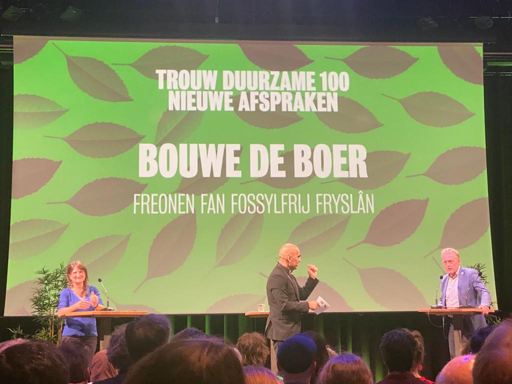 Stichtingsvoorzitter Gerben Gerbrandy en projectleider Bouwe de Boer waren aanwezig tijdens de bekendmaking op donderdagavond 7 oktober in Pakhuis De Zwijger in Amsterdam. De Boer sprak tijdens het avondvullende programma de zaal toe en vertelde daar over de duurzame ambities van de Freonen.